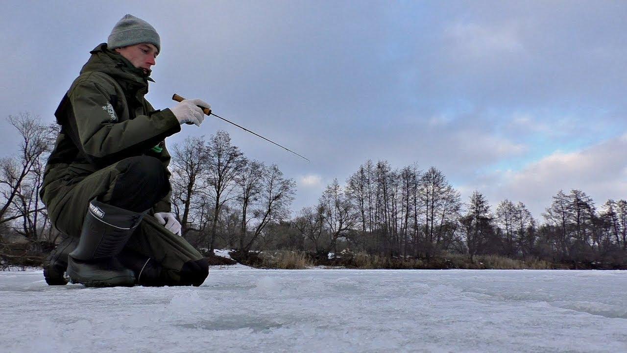 Ловля Щуки на красивой зимней реке. Трофейная рыбалка товарища!